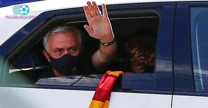 Jose Mourinho dituntut AS Roma memenuhi sejumlah target. Prediksibola855.net